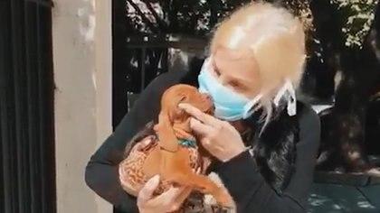 Susana recibiendo a Rita en medio de la cuarentena