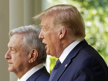 Mexico's President Andres Manuel Lopez Obrador walks with U.S. President Donald Trump as they arrive at a signing ceremony in the Rose Garden at the White House in Washington, U.S., July 8, 2020. REUTERS/Kevin Lamarque