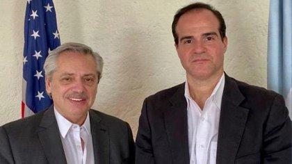 Alberto Fernández junto a Mauricio Claver, cuando se encontraron en México, antes de la asunción del presidente argentino.