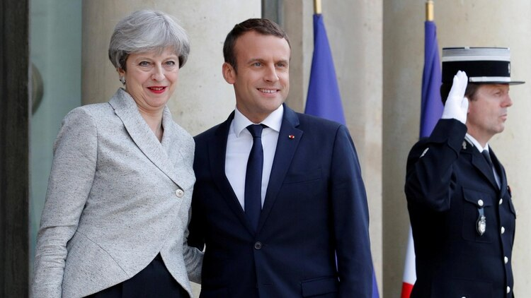 Theresa May y Emmanuel Macron (Reuters)