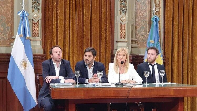 López, Bianco y Magario llevaron adelante la negociación con la oposición para una nueva ley impositiva