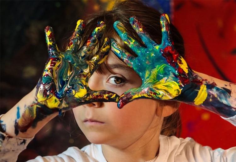 Aelita Andre comenzó a pintar a los nueve meses y ha realizado más de una docena de muestras individuales en el mundo (Wonder)