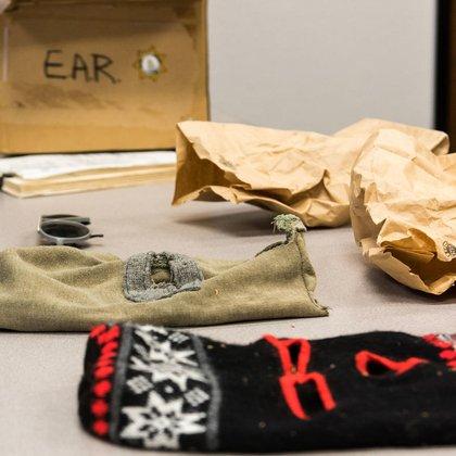Las tenebrosas máscaras que Joseph DeAngelo dejó en algunas de las escenas del crimen (FBI)
