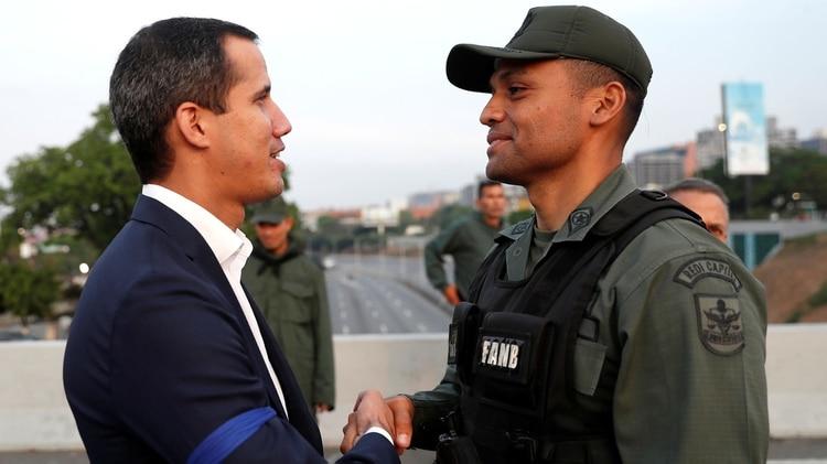 """El pasado 30 de abril Juan Guaidó lanzó la fase final de la """"Operación Libertad"""" (REUTERS/Carlos Garcia Rawlins)"""