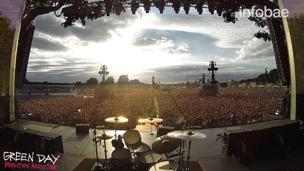 Momento en que 65000 personas cantan