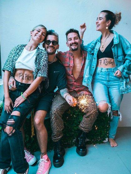 Mau y Ricky lanzaron Papás junto a sus parejas, Sara y Stefi (Foto: Instagram)