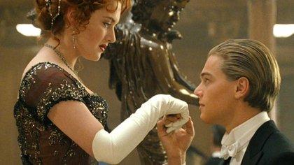 Kate Winslet y Leonardo DiCaprio como Rose y Jack en Titanic