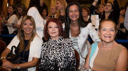 Bettina Bullgheroni, la Condesa Iris Sielecki; Andrea Grobocopatel y su madre, Edith Feler.