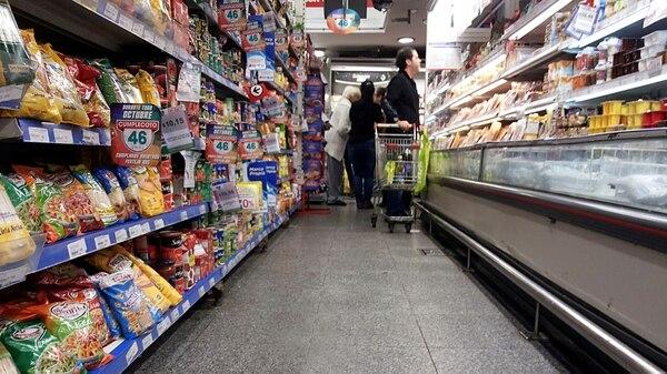 """La inflaciónvolvió a acelerarse endiciembre y se espera un primer trimestre """"caliente"""" por aumentos en los precios regulados, más los estacionales (foto de archivo)"""
