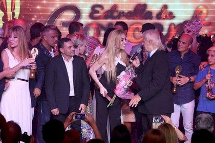 En el cierre, los famosos premiados compartieron el escenario y posaron para los fotógrafos