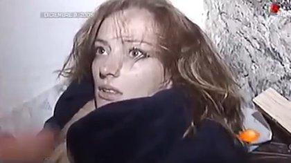 Así se mostró a Florence Cassez en el montaje televisivo de su detención. (Foto: captura de pantalla)