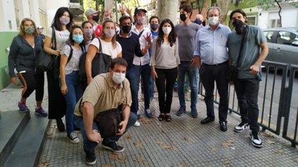 Martín Lousteau durante una recorrida por la Ciudad de Buenos Aires con Alejandra García, candidata en la Comuna 14