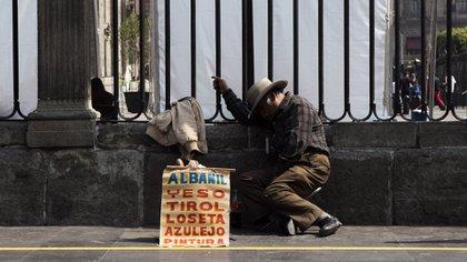 Julio Sanatella, presidente del Inegi, detalló que 10,400,000 millones de trabajadores informales abandonaron la fuerza laboral por la pandemia (Foto: Cuartoscuro).
