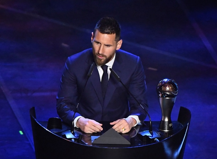 Soccer Football - The Best FIFA Football Awards - Teatro alla Scala, Milan, Italy - September 23, 2019 FC Barcelona's Lionel Messi speaks after winning the Best FIFA Men's player award REUTERS/Flavio Lo Scalzo
