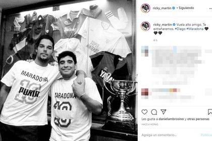 """""""Vuela alto amigo. Te extrañaremos"""", escribió Ricky  al enterarse de la muerte de Diego Maradona. En sus redes compartió una foto junto a Diego"""