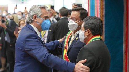 Alberto Fernández se fue muy satisfecho por las muestras de afecto que recibió en la capital boliviana, sobre todo de los partidarios del MAS