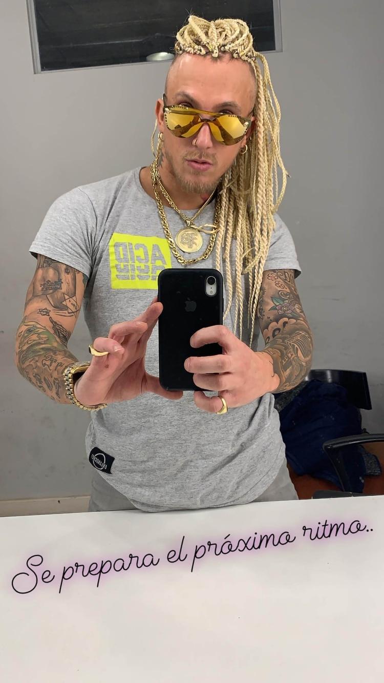 El nuevo look de El Polaco.El cantante compartió su nuevo peinado a su millón de seguidores en Instagram