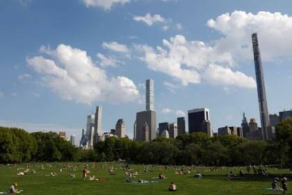 Personas en Central Park, Nueva York, EEUU, 15 mayo 2020. REUTERS/Andrew Kelly