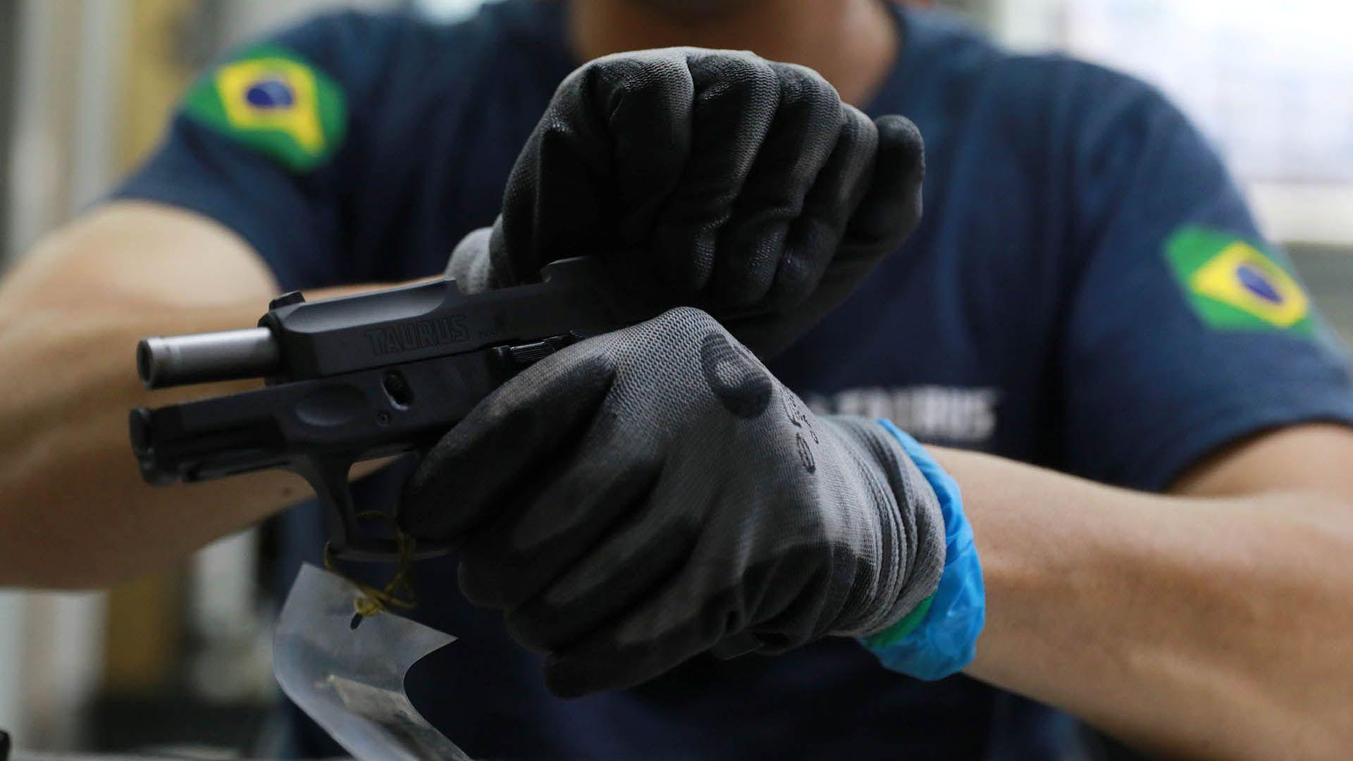 El presidente quiere comprar armas se más sencillo para los brasileños. (REUTERS)