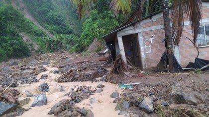 Derrumbe de tierra en Dabeiba, Antioquia desata emergencia en el municipio. Foto: PensandoEnAntioquia @genteconvo