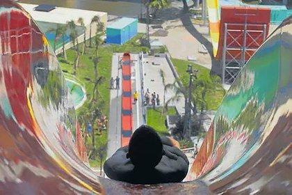 El Parque de la Costa se inauguró en 1997, junto con el Tren de la Costa, como parte de un megaemprendimiento
