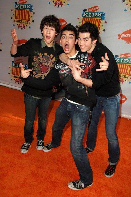 Jonas Brothers en los Nickelodeosn Kids Choice Awards en  2006 (Crédito: Shutterstock)