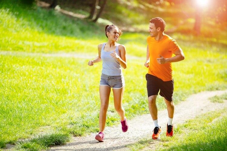 Se recomienda realizar 30 minutos por día de actividad física