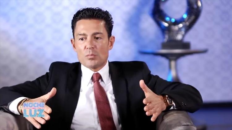 El actor mexicano prefiere mantener en privado su vida sentimental por temas de caballerosidad. (Foto: captura de pantalla)