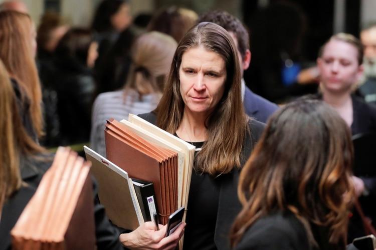 La fiscal adjunta de distrito Meghan Hast es vista en el Tribunal Penal de Nueva York mientras asiste al juicio por agresión sexual del productor de cine Harvey Weinstein en el distrito de Manhattan de la ciudad de Nueva York, este 22 de enero (Reuters)
