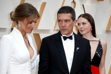 Antonio Banderas, Nicole Kimpel y Stella Banderas en los últimos premios Oscar