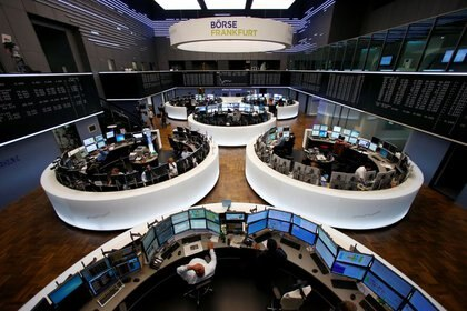 FILE PHOTO: General view of the stock exchange in Frankfurt, Germany June 16, 2015. REUTERS/Ralph Orlowski