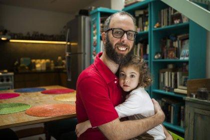 Maxi, el creador de  @papacocina con su hija Olivia