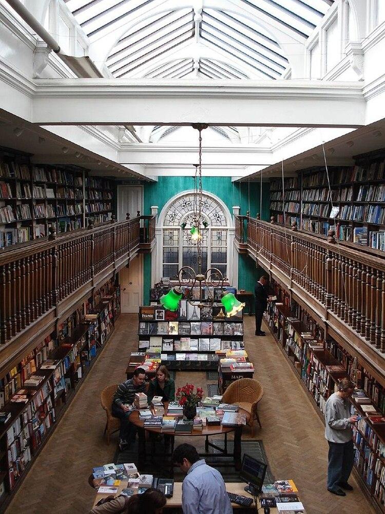 """Daunt Books, en Londres: el modelo de librería pensado como """"experiencia"""""""