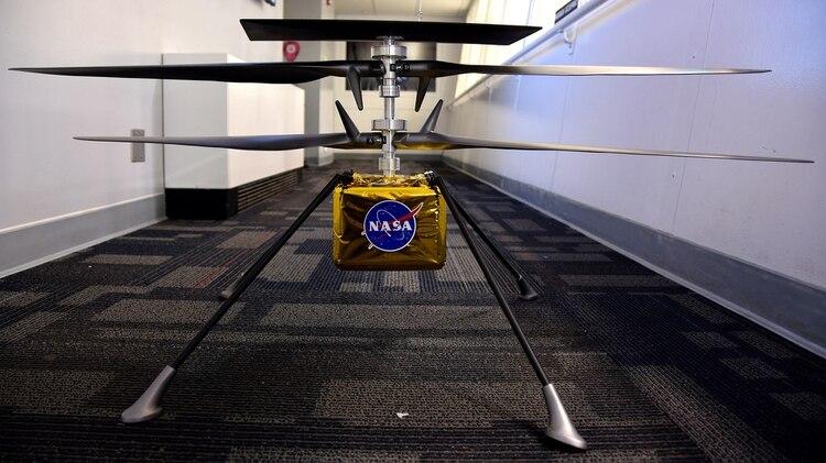 Vista de la réplica del Helicóptero Explorador Marciano (MHS) del Laboratorio de Propulsión de la Agencia Nacional Aeroespacial estadounidense (JPL-NASA)