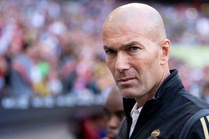 Foto de archivo: El entrenador del Real Madrid, Zinedine Zidane, retratado antes del comienzo del partido de fútbol de semifinales de la Copa Audi entre el Real Madrid y el Tottenham en el Allianz Arena.  Munich 30 julio.