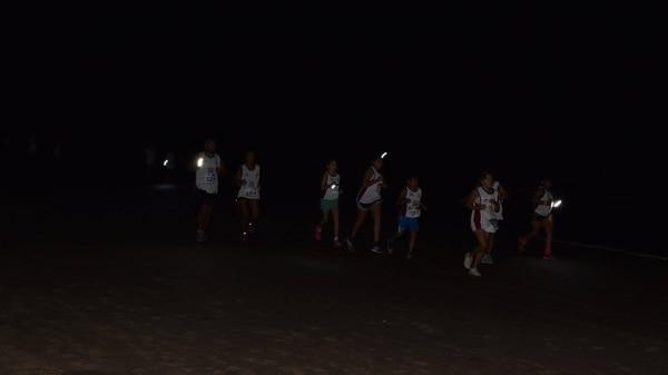 La edición 2017 de la carrera nocturna en Gesell (Facebook Gesell Corre de Noche)