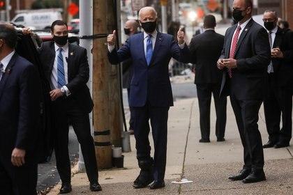 Joe Biden usando una máscara facial. REUTERS/Leah Millis