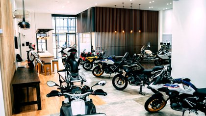 Los clientes e interesados por estas motos, servicios de posventa y accesorios, podrán acercarse de lunes a viernes de 9 a 17.