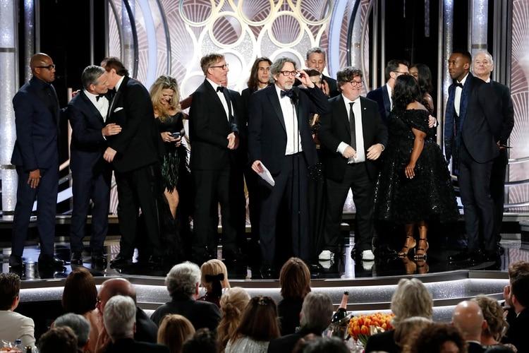 """El director Peter Farrelly acepta el premio a mejor película de comedia o musical por """"Green Book"""" (Paul Drinkwater/NBC Universal/Handout vía REUTERS)"""