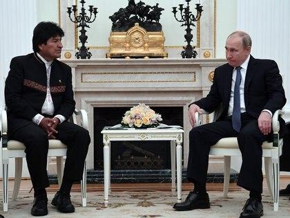 La reunión entre Evo Morales y Vladimir Putin (AFP)