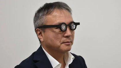 Los anteojos se usan durante 60 a 90 minutos por día para corregir la miopía, aunque de la empresa japonesa Kubota no detalló durante cuántos meses o años (Kubota Pharmaceutical Group)