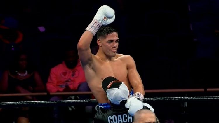 Castaño celebró su triunfo al término del quinto round (Foto: Captura TV)
