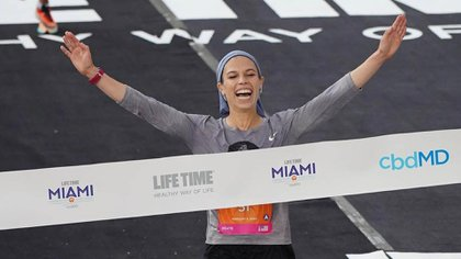 "Bracha ""Beatie"" Deutsch entrena para correr la maratón en Tokio 2020 (@marathonmother)"