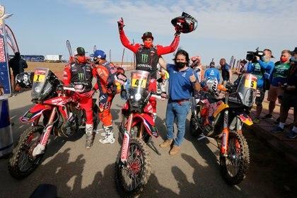 Kevin Benavides se consagró campeón en motos y es el primer argentino en apoderarse del título en una de las dos categorías principales del Dakar (Foto: Reuters)