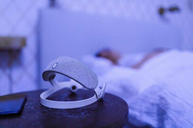 Urgonight, la vincha que ayuda a dormir mejor pero no se usa de noche (Urgonight)
