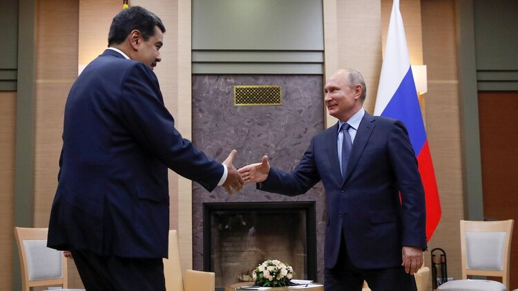 Maduro saluda a Putin en Moscú (REUTERS/Maxim Shemetov)