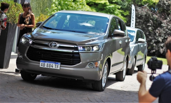 La nueva Innova es alcanzada por la baja del impuesto. Toyota prometió que devolverá el dinero en efectivo cuando se dicte la legislación