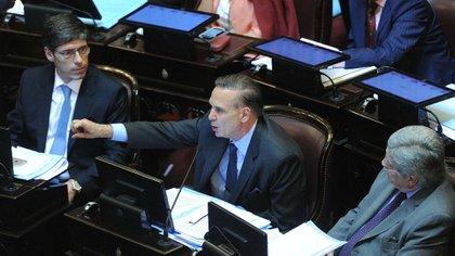 Miguel Pichetto habla ante la atenta mirada de Juan Manuel Abal Medina Télam 162