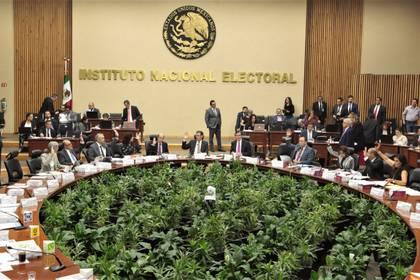 El Consejo General del INE celebró una sesión ordinaria encabezada por su consejero presidente, Lorenzo Córdova (Foto: INE / Cuartoscuro)