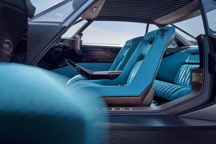 El interior futurista y funcional del e-Legend.